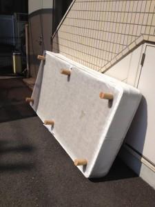 ベッド処分 東京都 府中市 宮西町 ベッド回収 マットレス回収 マットレス処分 東京不用品回収 東京不用品処分 遺品整理 引越し見積もり
