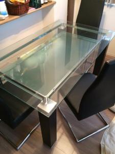 ガラステーブル処分 ガラステーブル回収 ダイニングテーブル処分 ダイニングテーブル回収 東京都 文京区 本郷