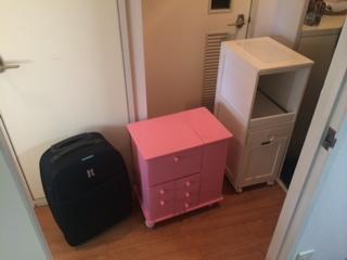板橋区で電話台、スーツケース、チェストを回収しました。