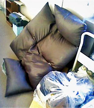 壊れたソファや棚